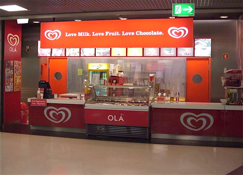 Love at Lisbon Airport